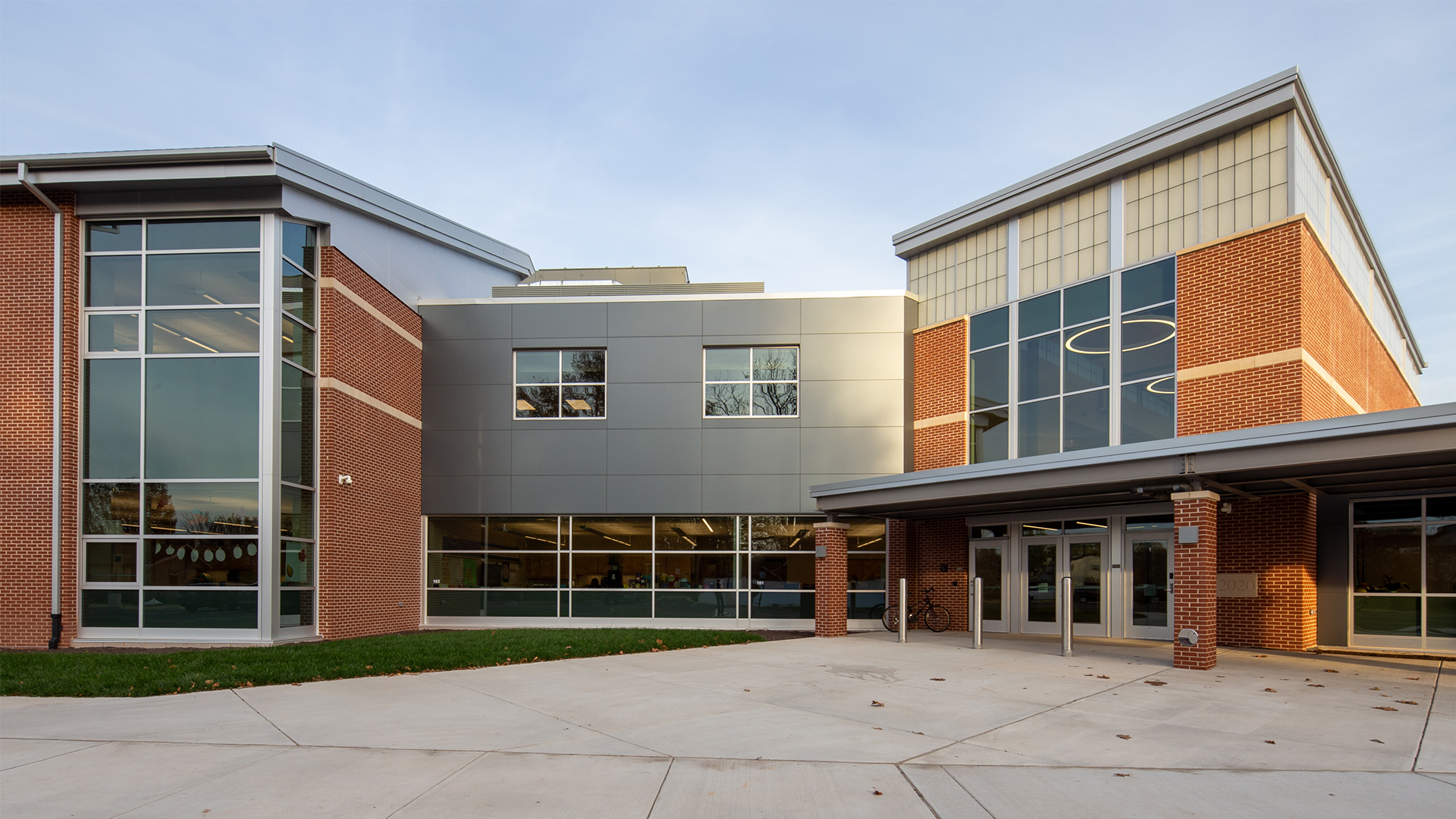 3-Exterior_SCHRADERGROUP_Quakertown_Community_School_District_Neidig_Elementary_School.jpg