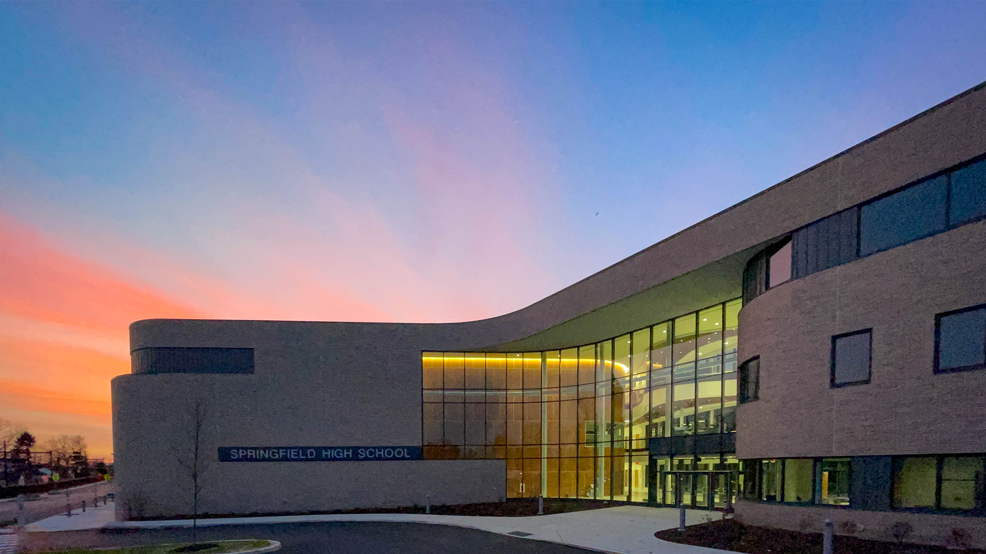3-Exterior-2_SCHRADERGROUP_Springfield_School_District_High_School