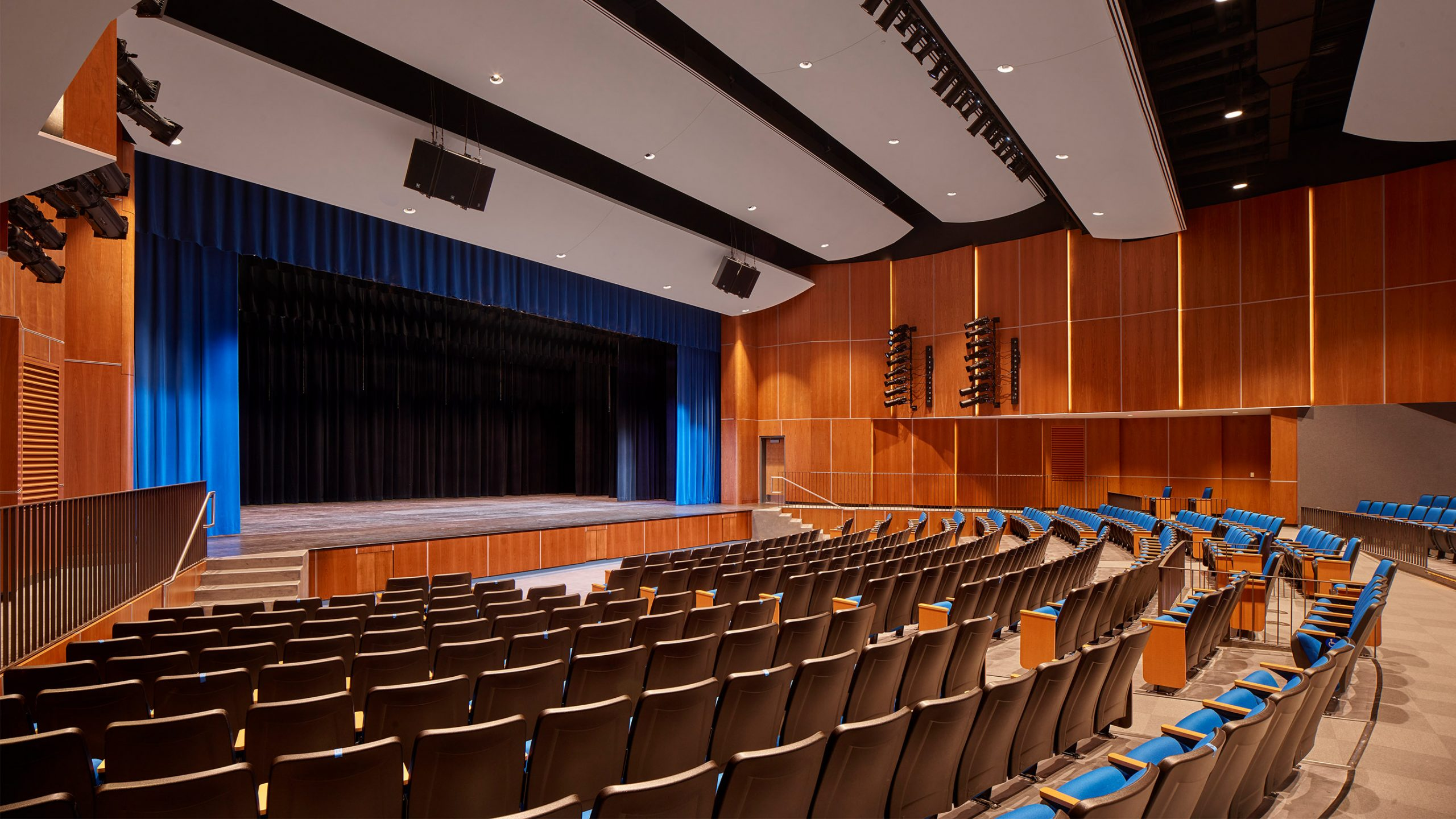 8-Auditorium_SCHRADERGROUP_Springfield_School_District_High_School_Perkins&Will